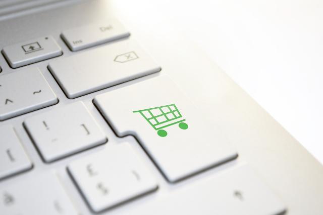 電商銷售預測與商品描述建議
